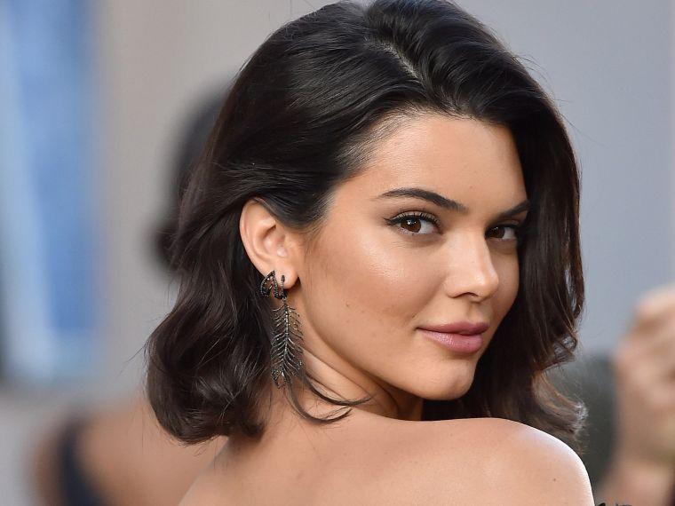 Kendall Jenner : une routine simple, Alimentation, bien-être et Méditation Transcendantale